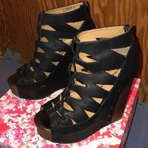 Women's Chinese Laundry lace up wedges